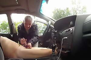 Parking place wanker gets some help from passer by
