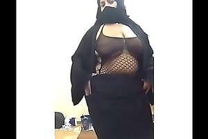 Hot niqabi girl
