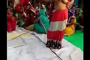 Desi bhabhi dancing nudely
