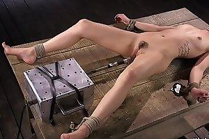Babe fucks machine in cums in bondage