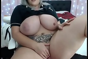 Best big boobs mommy try to fuck her self using new masturbation device