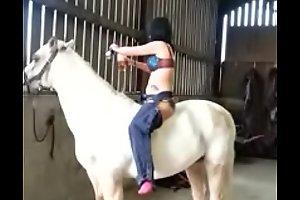 Neck nomination on horse