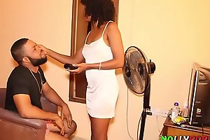 Makeup Artist Got Fucked By a Nollywood Film Producer On a Movie Set During Makeup Session - NOLLYPORN