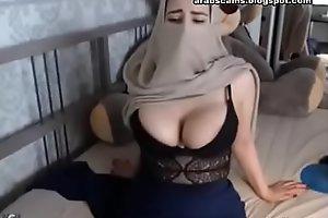 Muslim Horny Niqab Woman Masturbating