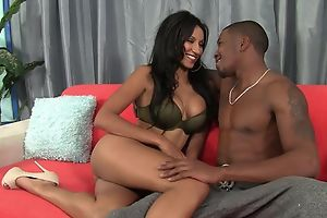Dark-skinned damsel with bubbly tits enjoys intense pussy pounding
