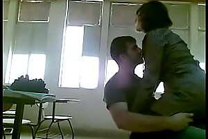 طالب ينيك المديرة حكت المدرسة ويفضحها
