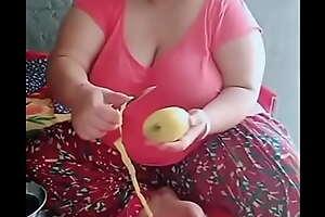 Desi short chubby aunty